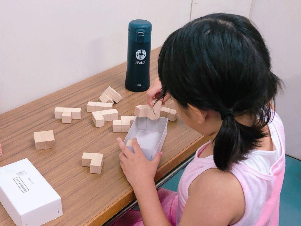 小2女子 エジソンクラブ 知恵の積み木に挑戦