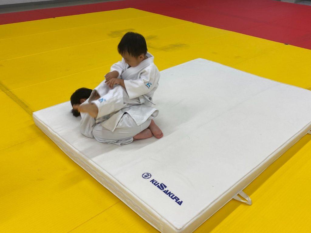 幼児 後ろ受け身の練習